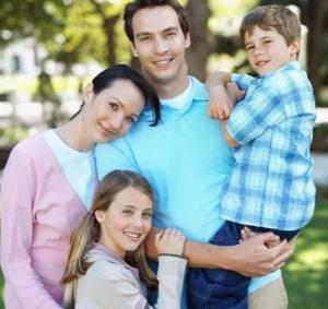 491bd8abe922f تحتاج الأسرة إلى تخصيص وقت في كل يوم لرعاية وتنمية العلاقات الأسرية؛ سواء  بين الزوج والزوجة أو بين الوالدين والأبناء .. لوضع قواعد لتقوية الروابط  الأسرية ...